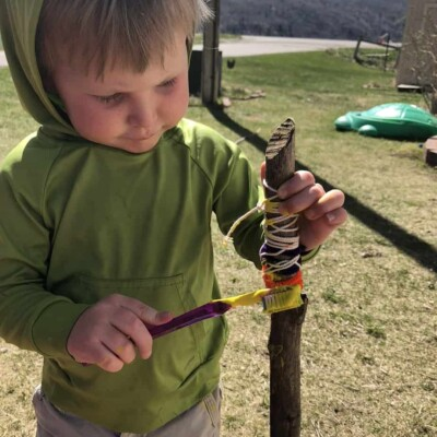 10 Easy Outdoor Crafts to Keep Your Toddler Busy!