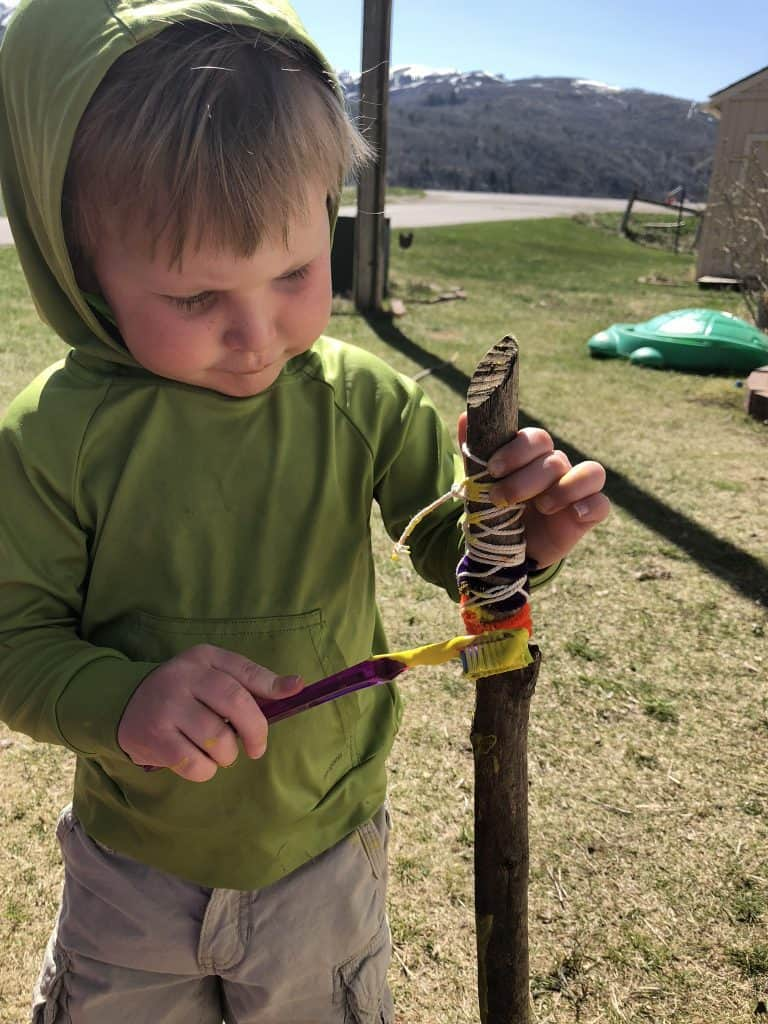Fun crafts with toddlers outside