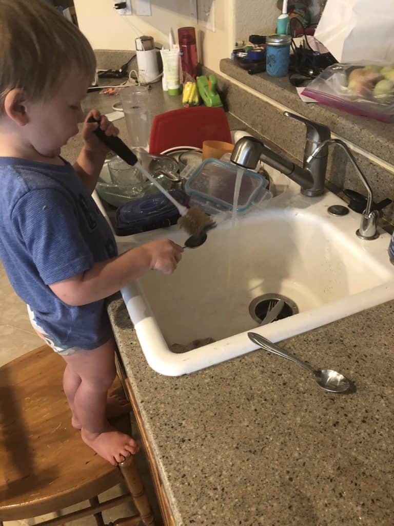 how to clean the kitchen quick, let the kids help