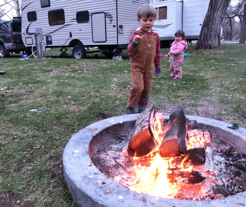 how to build a good campfire