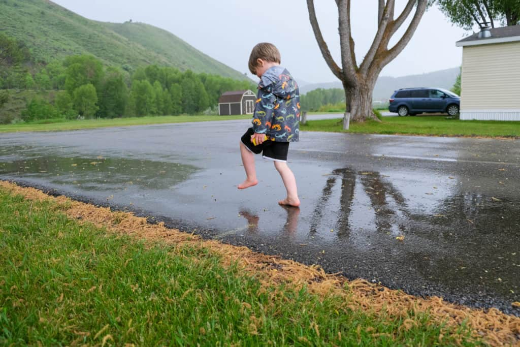 jump from puddle to puddle rain game for kdis outside