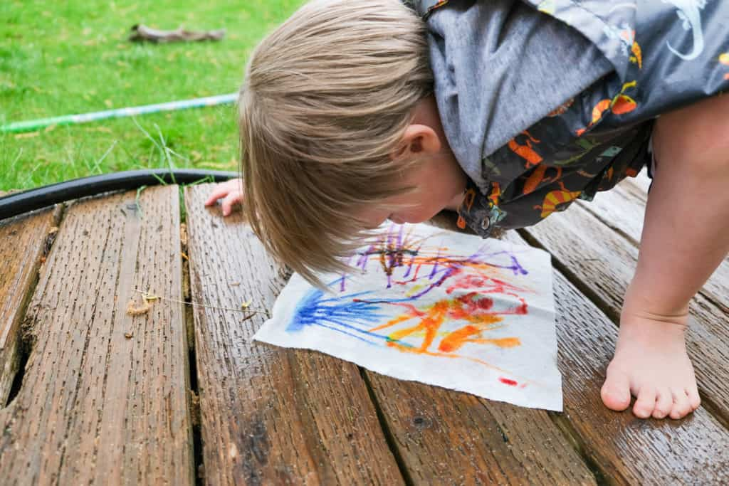 make rain art with markers for outside rain activity with kids