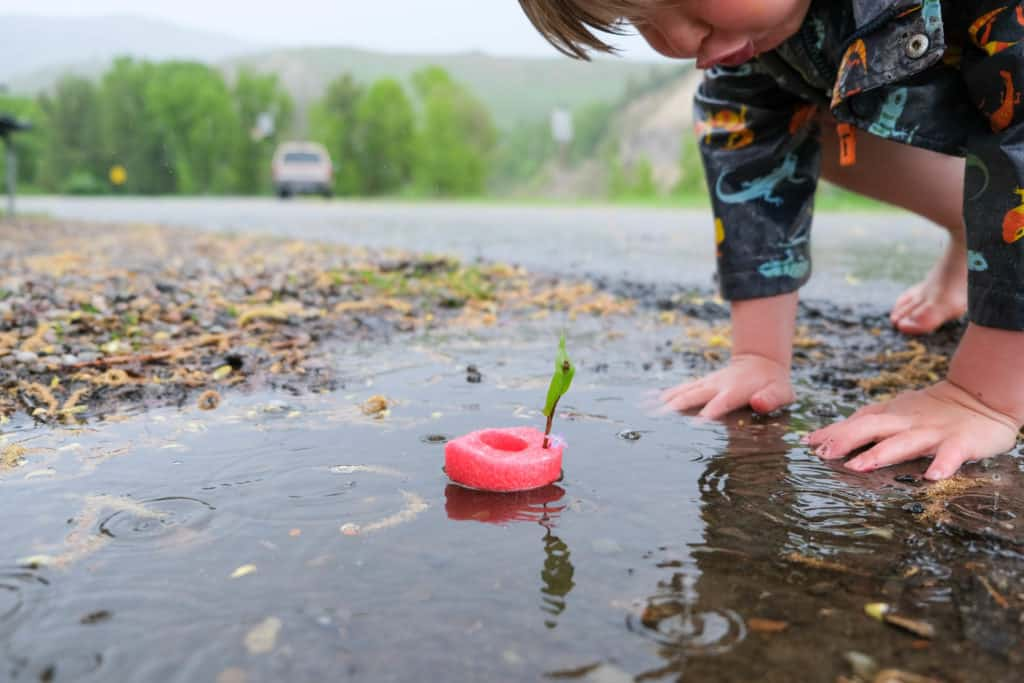 make a simple boat for puddle play during the rain with kids