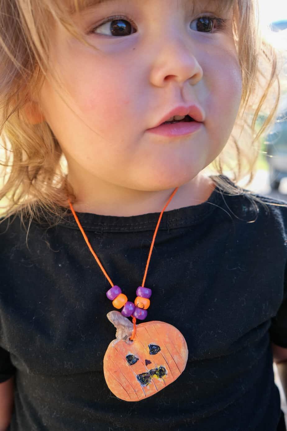 kids pumpkin necklace craft