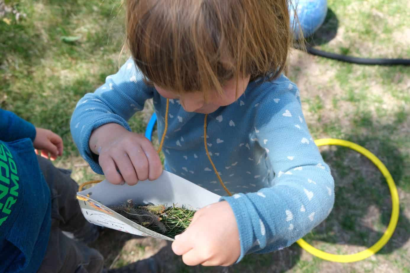fun way to do scavenger hunts with kids for spring with satchel